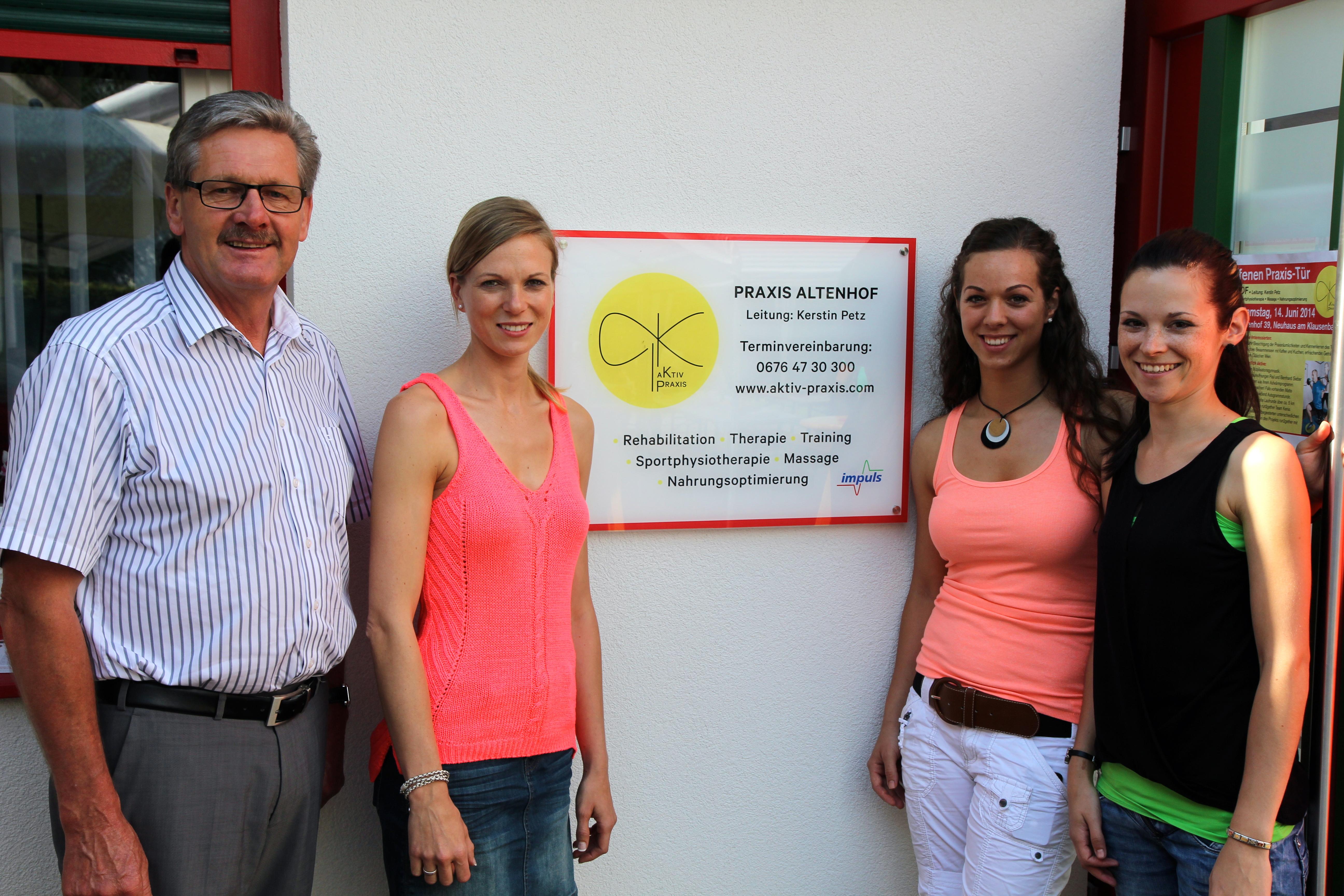 Praxis Altenhof-Team mit Bürgermeister Helmut Sampt